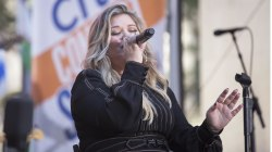 Kelly Clarkson performs her new single 'Love So Soft' live on TODAY