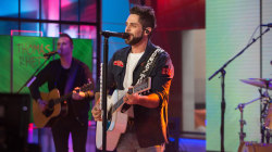 Watch Thomas Rhett perform new single 'Unforgettable' live on TODAY