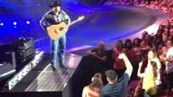 Garth Brooks helps couple reveal gender of child they're expecting
