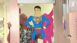 Nurse Turns Pediatric Ward into Art Museum with Cartoons to Encourage Patients