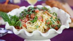 Valerie Bertinelli makes BLT spaghetti and spicy garlic bread