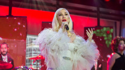 Gwen Stefani performs new Christmas song live on TODAY