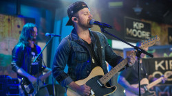 Country star Kip Moore performs 'More Girls Like You' live on TODAY