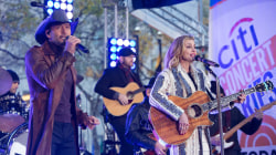 See Faith Hill and Tim McGraw sing 'The Lucky One' and 'I Like It, I Love It'