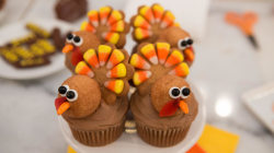 Festive cupcake decorations to sweeten your Thanksgiving