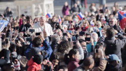 Pope Francis: Thou shalt not take out thy cellphone in church