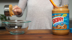 How to measure sticky ingredients