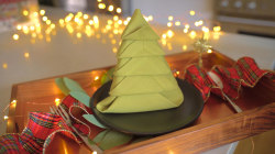 How to fold a napkin into an adorable Christmas tree