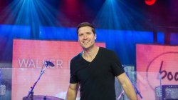 Watch Walker Hayes perform 'You Broke Up with Me' live on TODAY