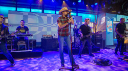Watch Jason Aldean perform 'My Kinda Party' live on TODAY