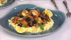 Make shrimp with eggplant and basil (you only need one pan!)