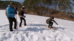 Watch Craig, Dylan and Natalie attempt old-fashioned Korean skiing