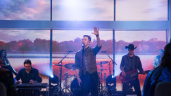 Scotty McCreery performs 'Five More Minutes' live on Megyn Kelly TODAY