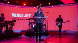 Watch Vance Joy perform 'Saturday Sun' on TODAY