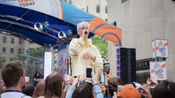 Troye Sivan performs 'My My My!' live on the plaza