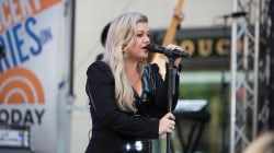 See Kelly Clarkson generate 'Heat' live on the TODAY plaza