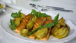 How to make mouth-watering grilled salmon with roasted green tomato and basil
