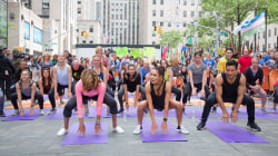 Watch trainer Kayla Itsines lead a bikini body workout on the TODAY plaza