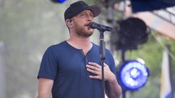 Watch Cole Swindell sing 'Let Me See Ya Girl' live on TODAY