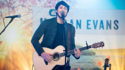 See Morgan Evans sing 'Kiss Somebody' live on TODAY