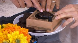 Hoda and Ellie Kemper try the Oreo Music Box