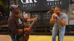 See Craig Melvin sing hits with Darius Rucker