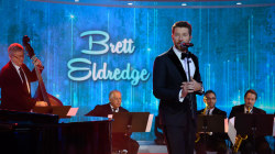 Brett Eldredge sings holiday tune 'Glow' on TODAY