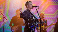 Watch George Ezra perform 'Shotgun' live on TODAY