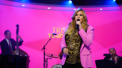 Trisha Yearwood sings 'For the Last Time' live on TODAY