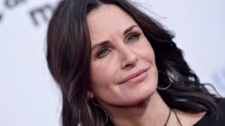 See Courteney Cox revisit her 'Friends' apartment