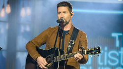 Watch Josh Turner perform 'I Saw the Light' live on TODAY