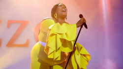 See Lizzo sing 'Cuz I Love You' live on TODAY