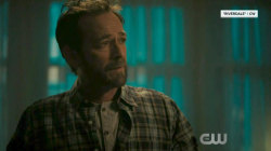 'Riverdale' bids Luke Perry sweet farewell in late actor's final episode