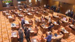 Oregon state police round up Republican lawmakers after walkout