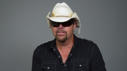 Sting or Willie Nelson? Toby Keith dishes on who he'd rather be stranded with