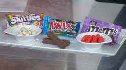 Fudge M&Ms and Skittle Dips: Sheinelle and Willie try new candies