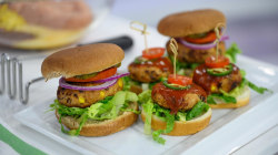 Make healthy burgers with these 3 superfoods