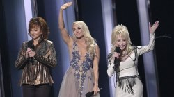 At CMA Awards, female artists take the spotlight