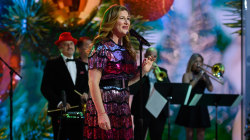 Ana Gasteyer performs 'Sugar and Booze' live on TODAY