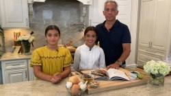 Celebrity chef Geoffrey Zakarian's daughters treat their dad to dinner