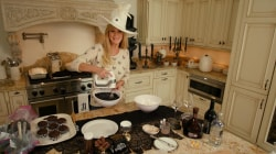 Sandra Lee makes devilishly delicious cupcakes and espresso martinis for Halloween