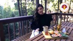 Tiffani Thiessen makes rosemary greyhound cocktail for Thanksgiving