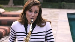 Who's that on the sax? Jennifer Garner!