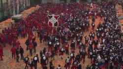 7,000 People Take Part in Historical Battle of Oranges