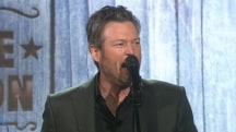 Blake Shelton performs 'Friends' from 'Angry Birds' movie