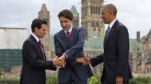 Watch this awkward three-way handshake with Obama