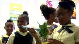 Baltimore school uses smoothie bar to introduce kids to healthy produce