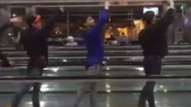 California ballet entertains with moving-sidewalk stunts at airport
