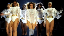 Beyonce kicks off world tour and gives hubby Jay Z a shout-out