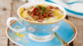 Make cheddar and bacon muffins in a mug in just 2 minutes!